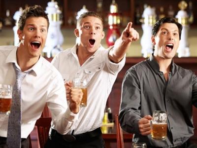 Болельщики выпили все пиво в барах